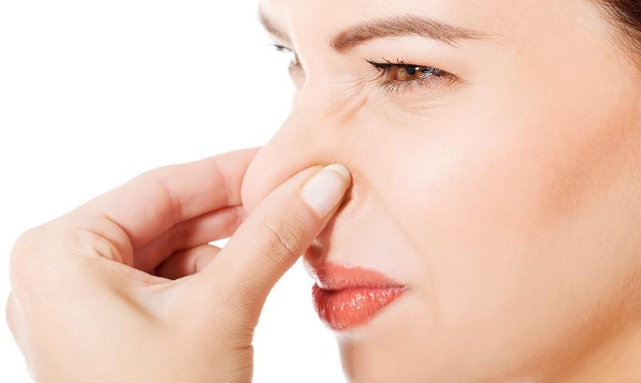 Кислый запах выделений у женщин: когда трубить тревогу?